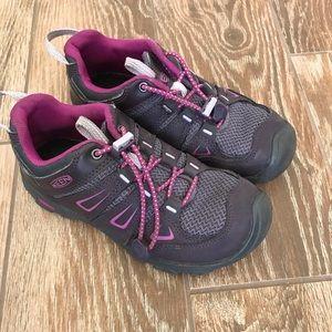 Keen kids hiking sneaker size 1